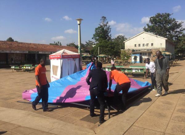 肯尼亚当地时间1月18日,Amanbo肯尼亚运营中心团队前往肯雅塔大学校园做平台推广,现场人山人海,成功圈了一大波粉丝!    当天,Amanbo可谓诚意满满。不仅准备了多款特价产品,给肯雅塔大学的同学们带去了实实在在的实惠;更重要的是,同学们还可以加入AMP(Amanbo市场合作伙伴),通过兼职推广平台赚取佣金,实现零成本创业,上课赚钱两不误。肯雅塔大学的同学们了解到这种合作方式,纷纷注册成为Amanbo用户,并申请成为AMP,希望通过这种方式提前体验电商创业的乐趣。不少同学成功加入后,还热情地邀请朋友前来加入!    每一个加入AMP的同学,都是Amanbo平台的推广大使,帮助平台卖家更好地推广店铺和产品!咱们是不是应该为他们点个赞呢?    Amanbo肯雅塔大学校园推广现场有多火爆?有图有真相↓↓↓          帐篷搭建中......          蓝天白云,天气不错!          一切准备就绪。          前来围观、咨询、注册的人们络绎不绝。                Amanbo在肯雅塔大学就是这么受欢迎!    还不过瘾?那小编就给大家看段现场视频感受下吧!    (现场视频)    Amanbo怎么样?肯雅塔大学同学们有话说↓↓↓    (2个采访视频)    Amanbo肯尼亚国家站火热招商中!    现在入驻,    享受年费优惠价1880元(原价3880元)!    拥抱12亿人口的蓝海市场,    你还等什么呢?    热线:400-833-7888